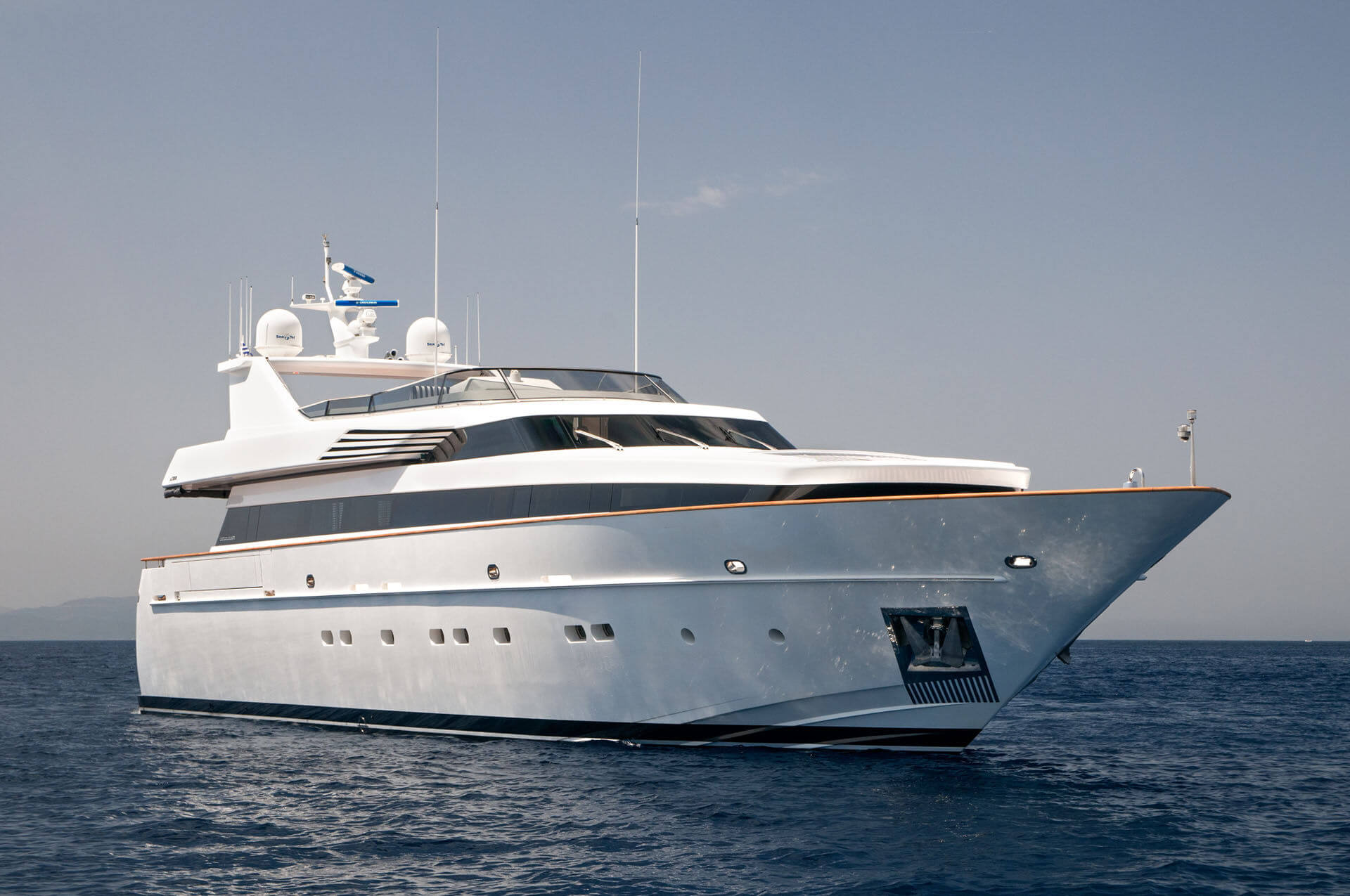 The Luxury Yacht Life: The Ultimate European Nightlife Destinations for this Summer